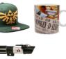 Gadgets und Merchandise – Test des Star Wars Episode 3 Laserschwertes in Rot, Test der Zelda Trifoce Snapback-Cap und der One Piece Tasse mit Ruffy-Motiv von Closeup.de